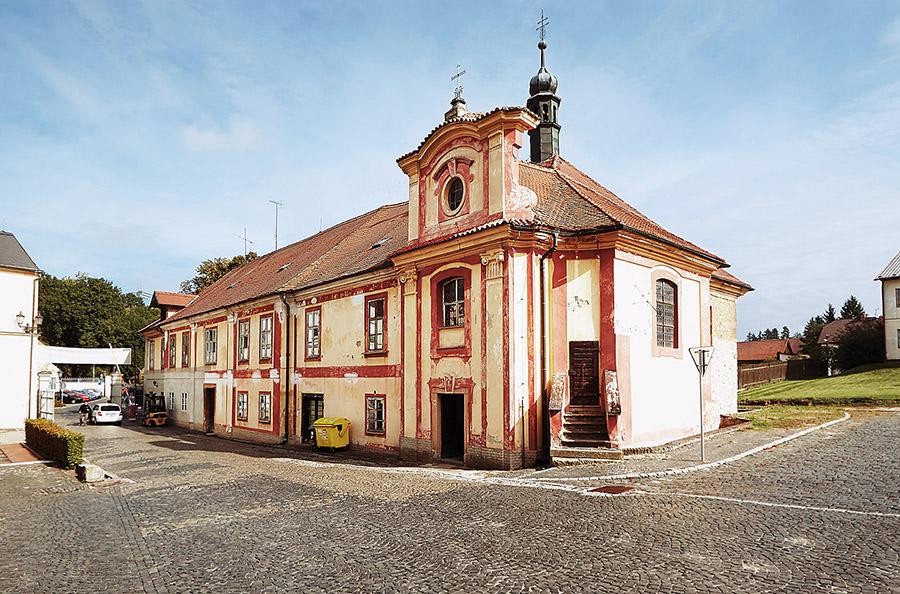 Do barokní pivovarské kaple Nejsvětější Trojice se opět pomalu vrací život – při zvláštních příležitostech se zde konají různé kulturní akce.