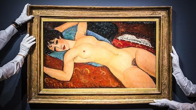 Modiglianiho ležící akt je v seznamu nejdráže vydražených děl na třetí příčce. Stál 170,4 milionu dolarů, což je 3,7 miliardy korun.