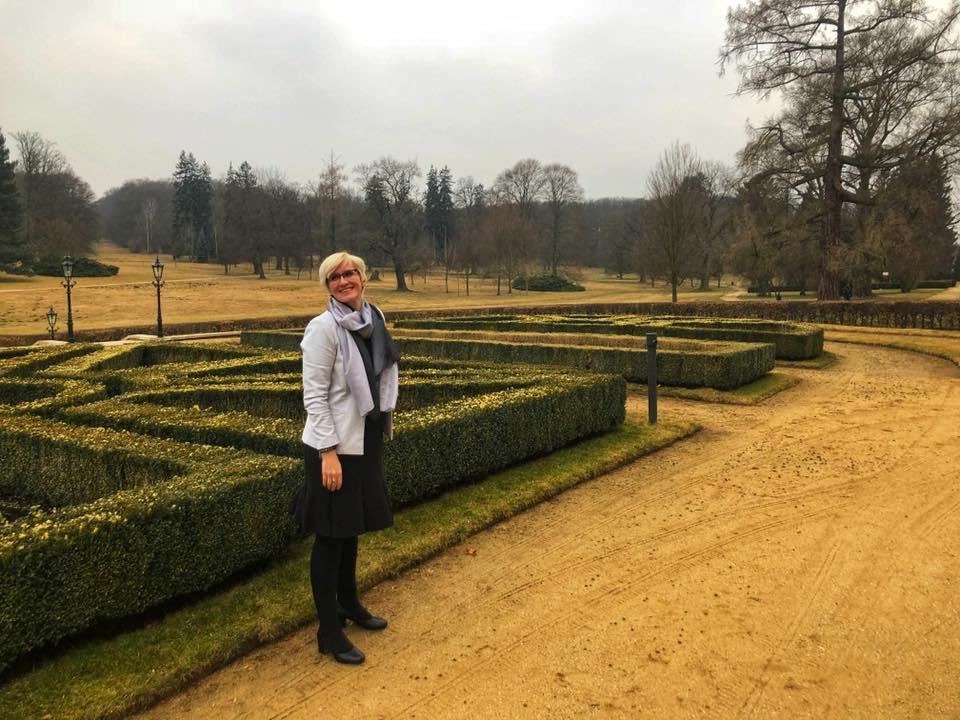 Na jaře se Karla na týden ztratila v bludišti z keřů na zahradě Pražského hradu