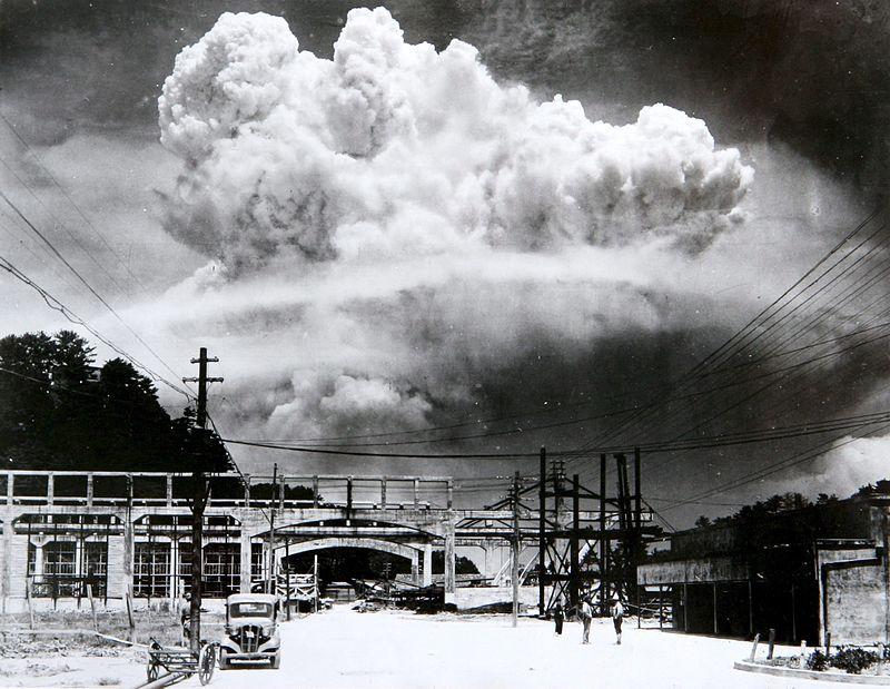Atomový hřib nad Nagasaki.