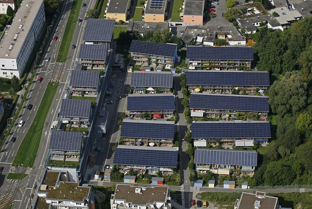 Musk ve velkém podporuje vývoj solárních technologií. V roce 2006 byl spoluzakladatelem společnosti SolarCity.
