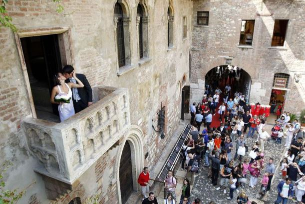 juliet-balcony-verona-weddings