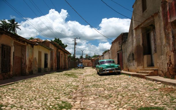 old-cars-on-a-street-in-a-cuban-town-318357