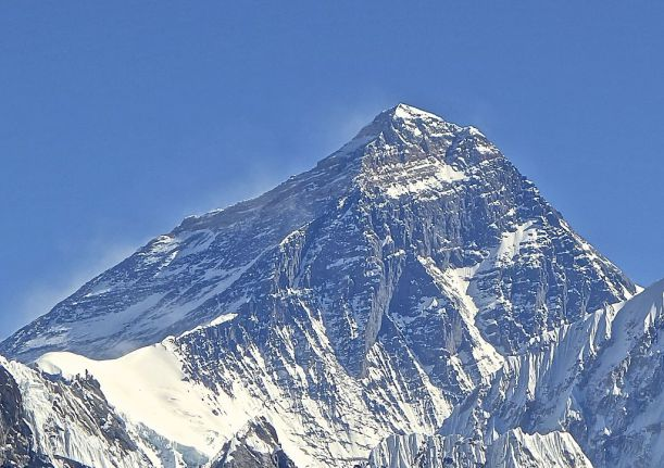 01-1024px-Mt._Everest_from_Gokyo_Ri_November_5,_2012_Cropped