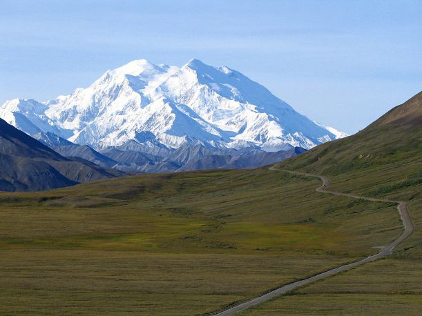 03-1024px-Mount_McKinley_and_Denali_National_Park_Road_2048px