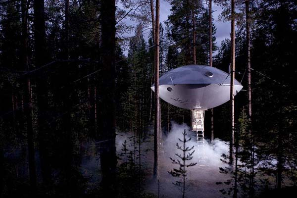17-UFO-Treehouse-Sweden