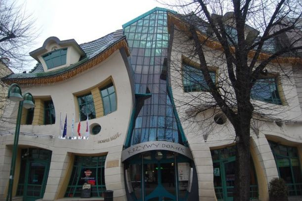 2.-The-Crooked-House-Sopot-Poland-strangebuildings.com