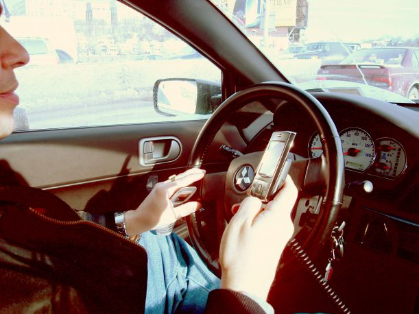 Hand_held_phone_in_car