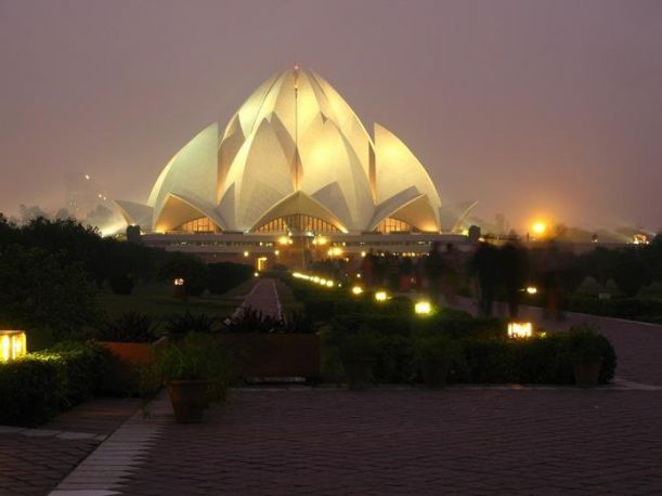 Lotus-Temple-Delhi-India-strangebuildings.com