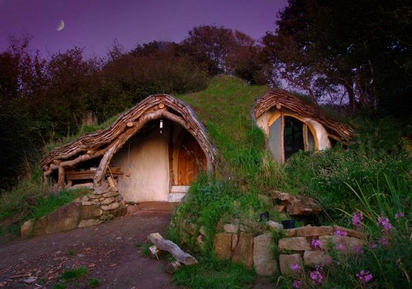 Low-impact-woodland-house-Wales-UK-strangebuildings.com