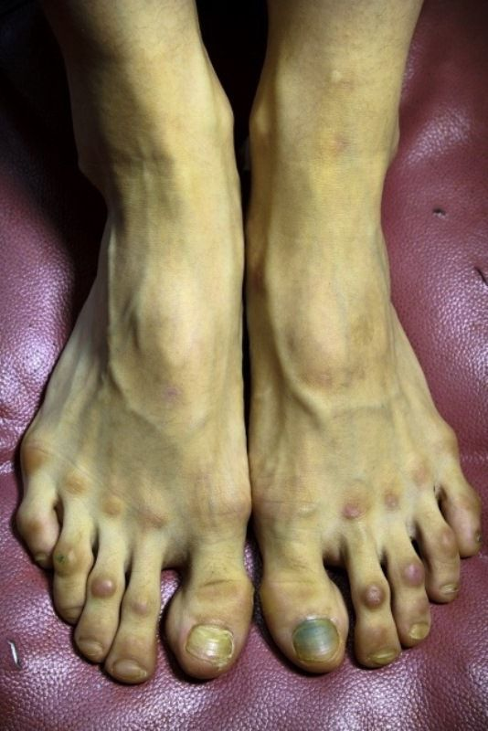 the_feet_of_professional_ballet_dancer_640_high_02