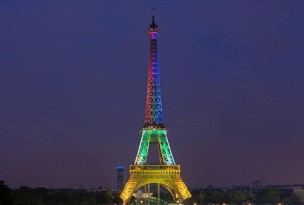 11A-tribute-to-Nelson-Mandela-on-the-Eiffel-Tower-from-14-20-December.