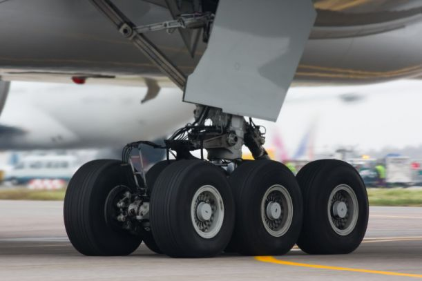 Boeing-777-300_chassis_