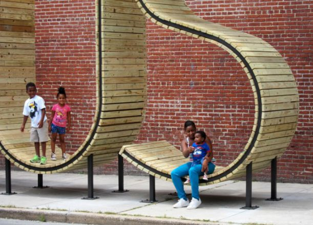 bus-stop-in-baltimore-by-mmm-3-677x488