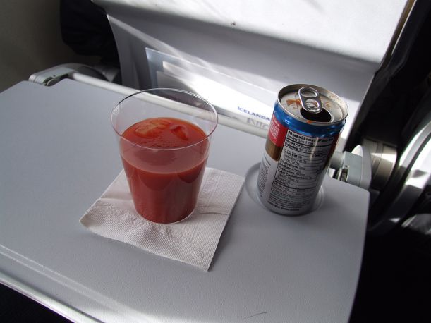 Campbell's_tomato_juice_on_a_flight_of_Icelandair_-_rear_side_of_can