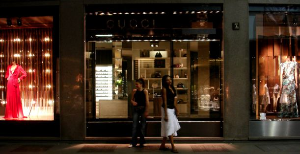 Gucci_Shop,_Via_Montenapoleone,_Milan