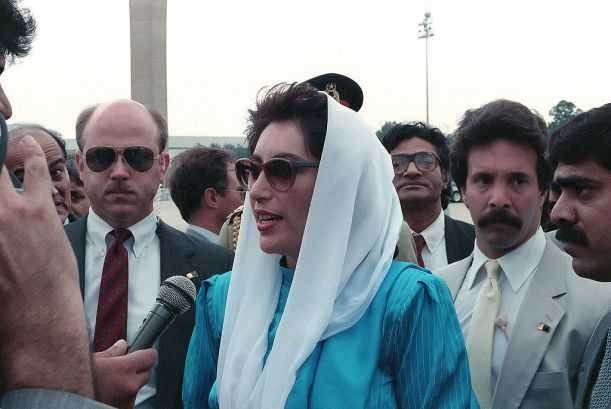 1024px-Benazir_bhutto_1988