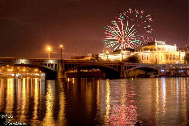 Fireworks-over-the-Rudolfinum-in-Prague1