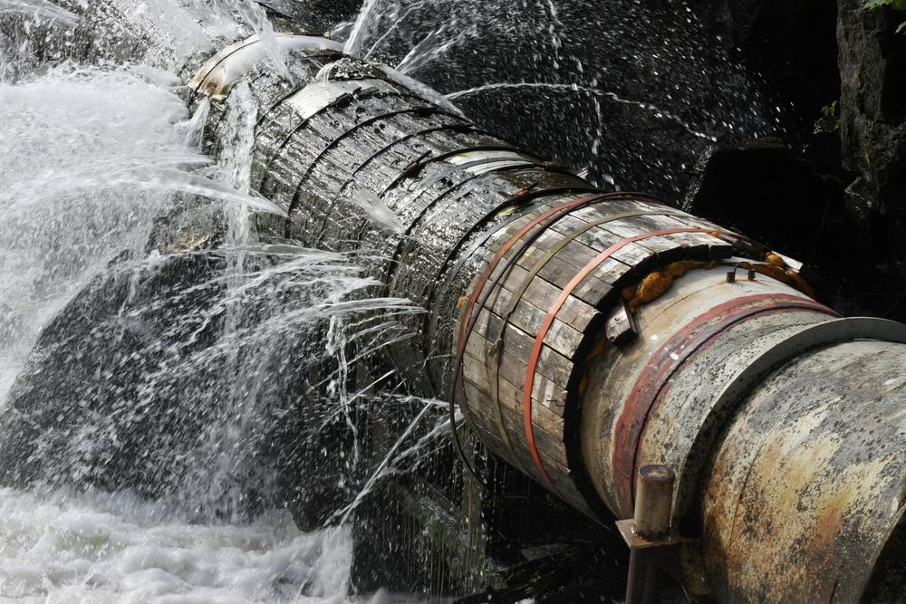Koncentrace přejedených obyvatel v domech vyvíjí tlak na odpadní potrubí