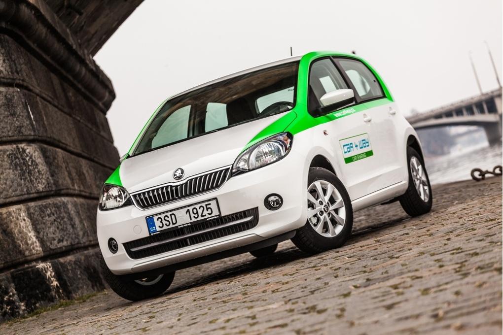 Sdílet auta prostřednictvím carsharingové platformy můžete i v Praze. Jen to má ještě nějaké mouchy.