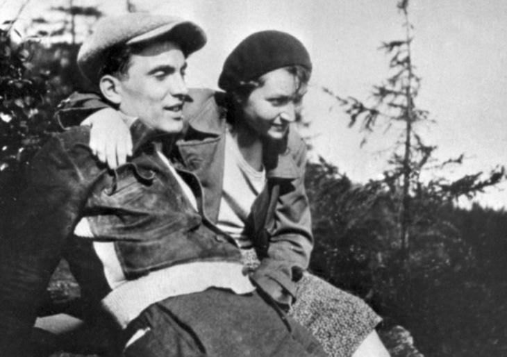 Gusta Fučíková s manželem. To, že se vdala za Fučíka, zajistilo Gustě velkou komunistickou kariéru.