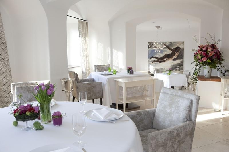 V hradní restauraci budete chtít sedět a ochutnávat rozmanité pokrmy až do příštího století.