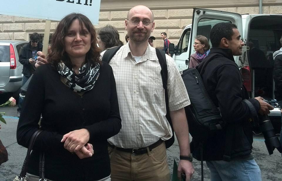 Sociolog Hampl a naštvaná matka Eva Hrindová. Přes den dělají marketing, v noci bojují za vlast.