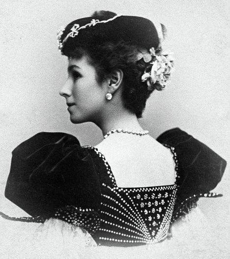 Matilda po revoluci v roce 1918 uprchla do Paříže, kde si založila baletní školu.