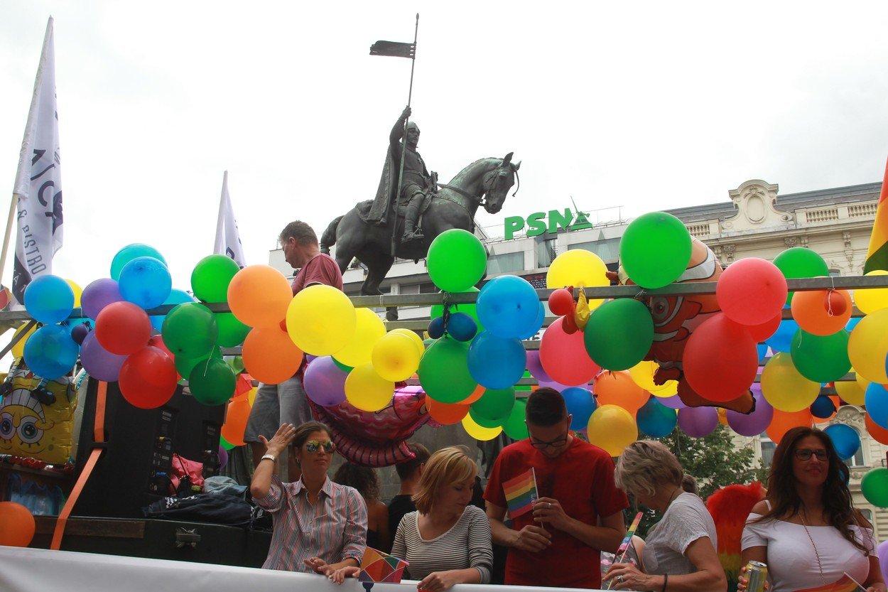 Prahou opět projde pochod Prague Pride bojující za práva homosexuálů. Nekteří akci vítají, jiní odsuzují.