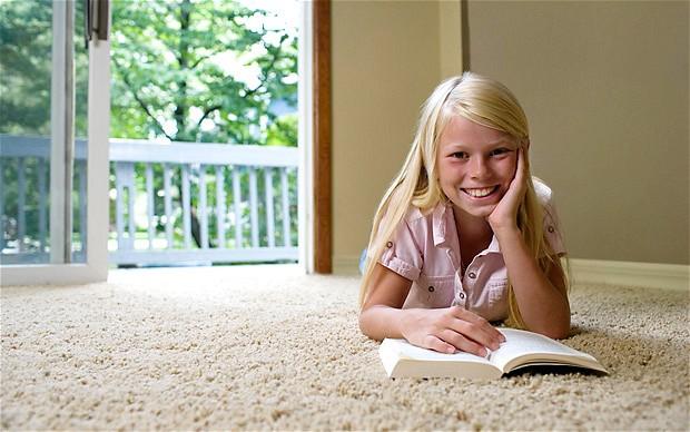 Děti se sice učí samy, ale pak vyběhnou ven nebo na kroužek, kde samotou a vyčleněním rozhodně netrpí.