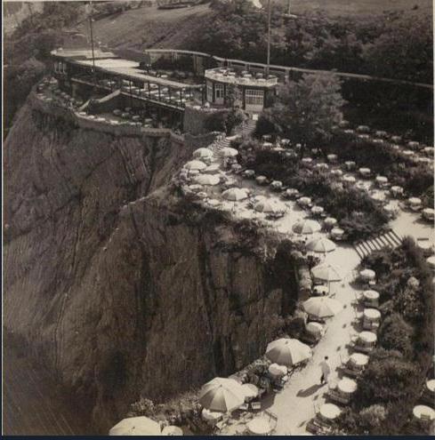 Barrandovské terasy se slunečníky a překrásným výhledem, 1930