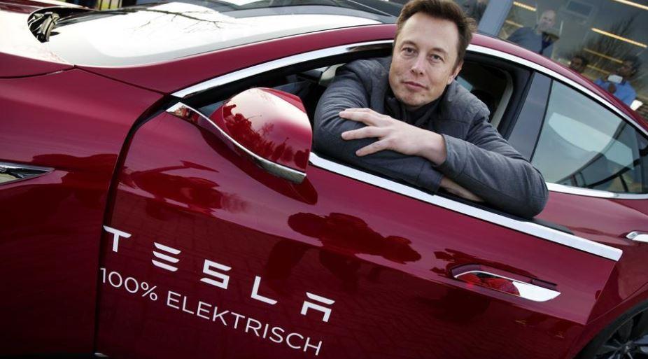 Miliardář Elon Musk Trumpovi oznámil, že vzhledem k vypovězení klimatické dohody už s jeho podporou Trump do budoucna nemůže počítat.