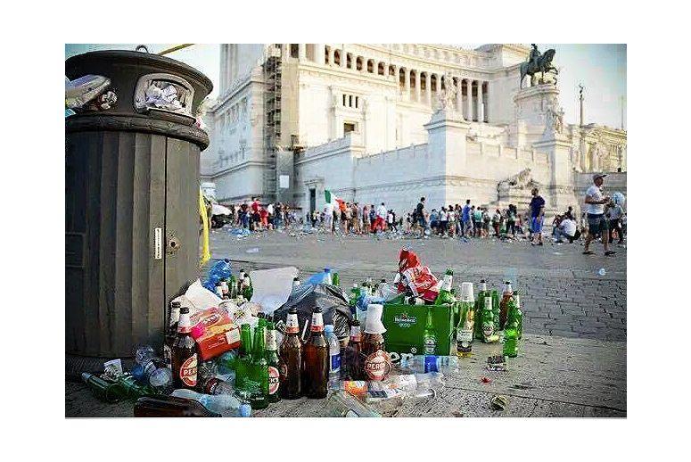 """Ve """"Věčném městě"""" mají příslovečně i věčný bordel, ale někteří nechutní sluníčkáři rozjeli kampaň za odstranění těchto 'antických památek'."""