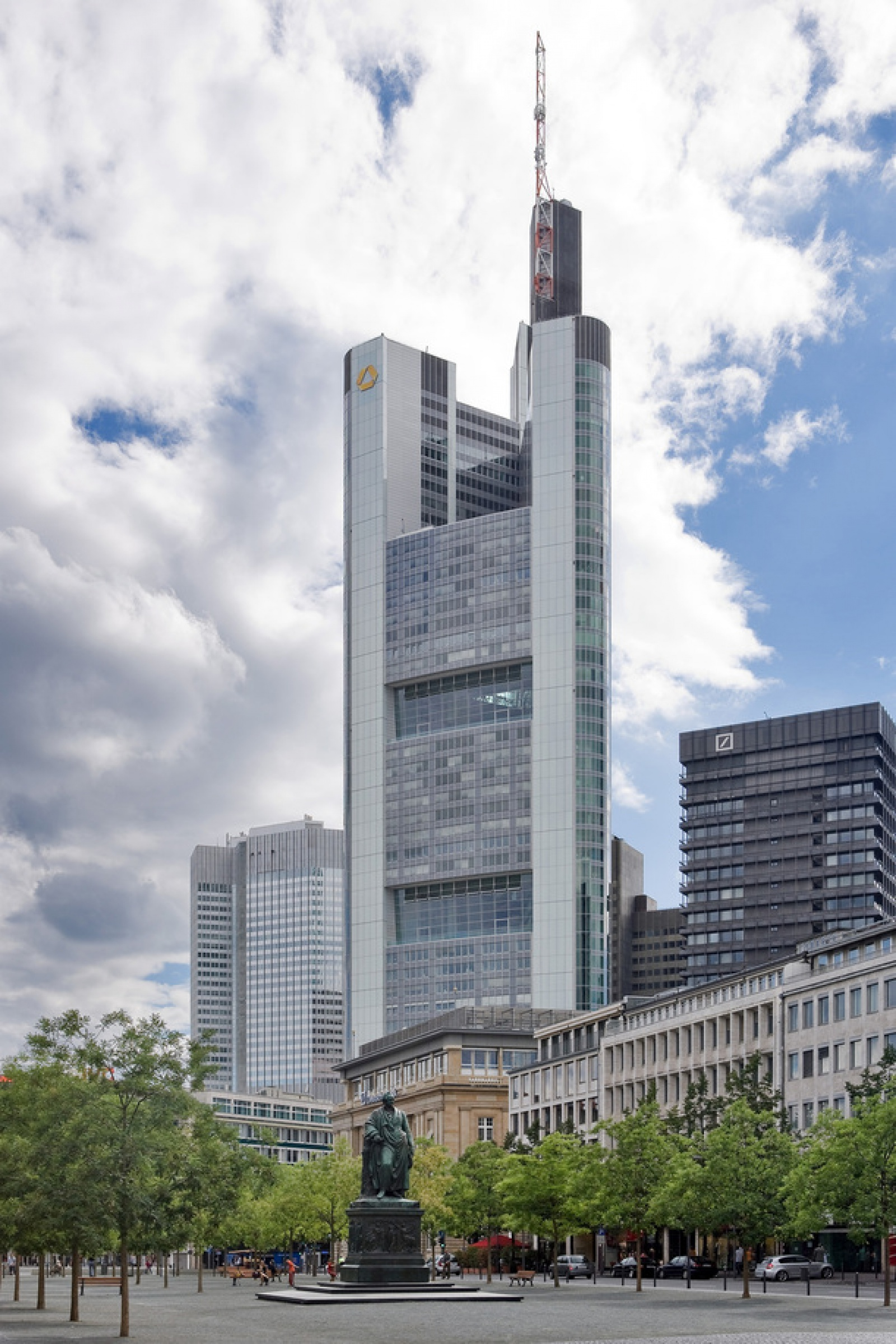 2Frankfurt_Am_Main-Commerzbank_Tower_vom_Rathenauplatz-20100808