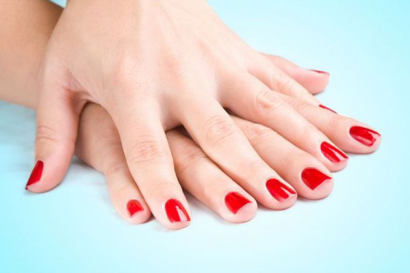 red-nail-polish-on-natural-nails_zoom