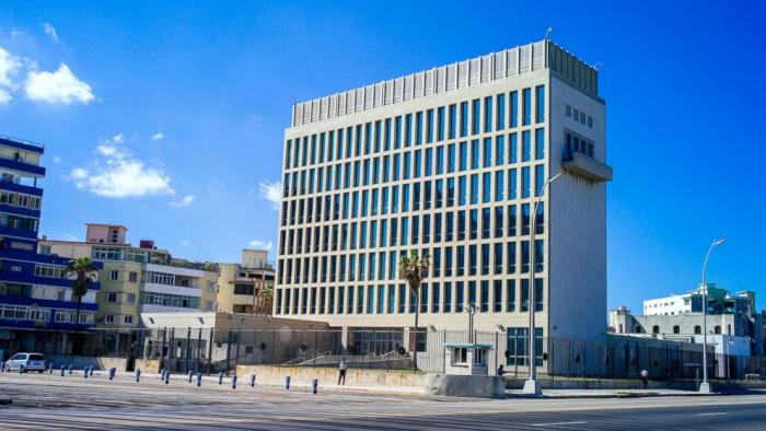 Americká ambasáda v Havaně. Zde za záhadných okolností přišlo o sluch 5 diplomatů a dalších 7 jejich rodinných příslušníků. Byl na ně spáchán akustický útok?