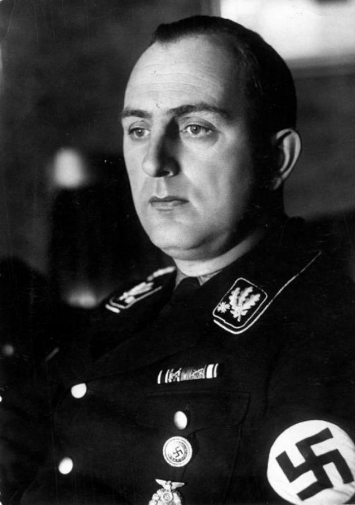 Historicky je Kurt Daluege poněkud zastíněn Reinhardem Heydrichem. Přitom je to právě on, kdo má na svědomí vyhlazení Lidic a Ležáků.