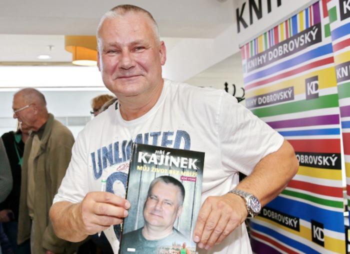 Vsaďte si na to, jestli si Jiří Kajínek vezme Věru Bílou za ženu.