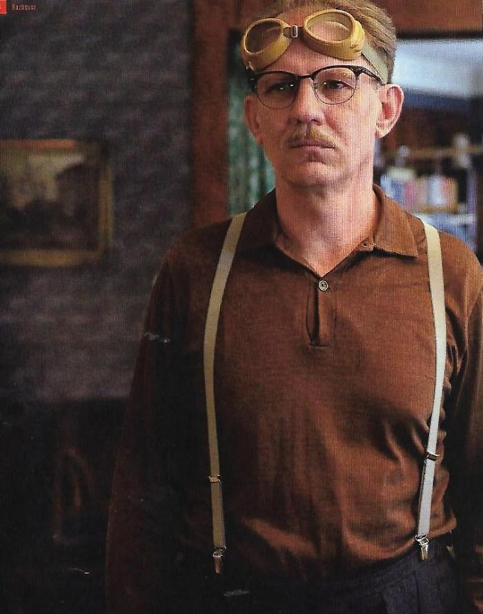 Martin Finger jako despotický otec Jindřich v trilogii Zahradnictví.