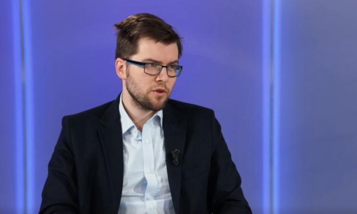 Jakub Michálek v Duelu Martiny Spěváčkové vtipně oglosoval tendence lidí věřit všemu, co vidí na internetu.