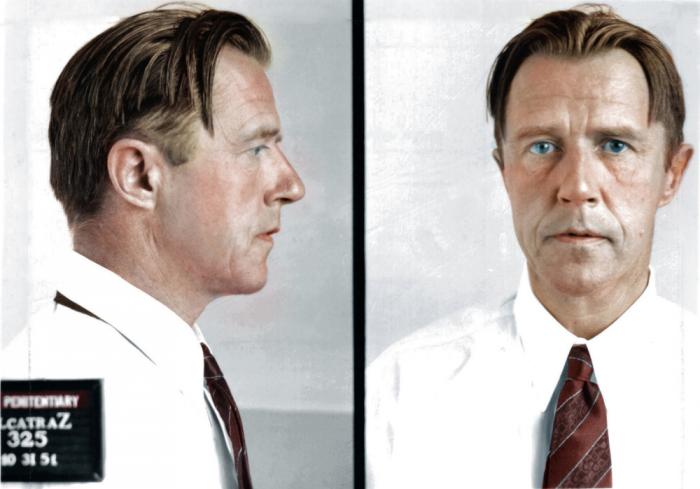 Alvin Karpis je muž, který se z Alcatrazu dostal do věznice McNeill a tam učil Charlese Mansona hrát na kytaru.