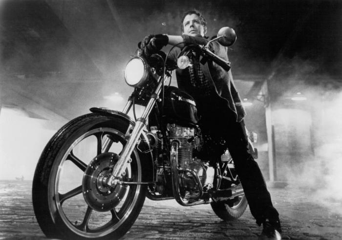 Mickey Rourke jako společenský vyděděnec v Coppolově filmu Rumble Fish. Je z něj nyní také Putinův kámoš nebo jde jen o další propagandu?