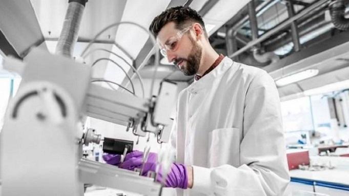 Na zdokonalování, testování a dalším vývoji pracují v BAT desítky odborníků.