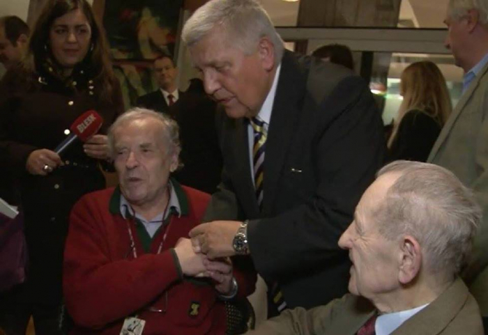 Zleva: Karel Srp (agent Hudebník), Miroslav Štěpán (před listopadem 1989 vedoucí tajemník městského výboru KSČ v Praze) a Milouš Jakeš (před listopadem 1989 generální tajemník ÚV KSČ).
