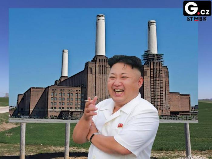 Momentka z oficiálního focení návštěvy Kima v továrně, která je pouze nakreslená. Vůdce si dal pauzu na cigáro