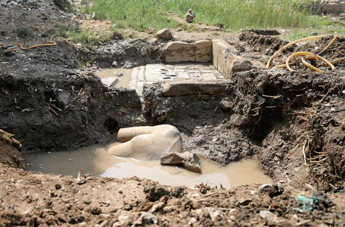 Část sochy byla nalezena v podzemních vodách káhirské chudinské čtvrti.