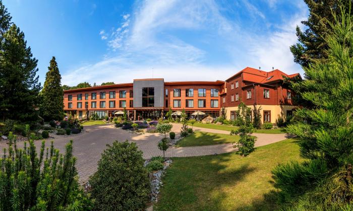 Zochova chata je moderní a luxusní hotel, který ale zároveň ctí tradici i malokarpatský folklor.