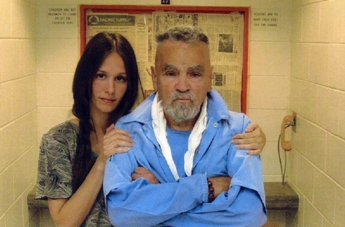 """Charles Manson s mladou Afton v době, kdy se ještě """"měli rádi""""."""