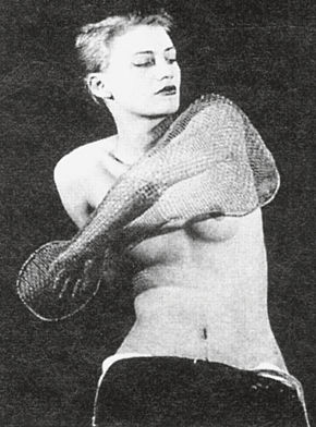 V cyklu fotografií Mana Raye v roce 1930.