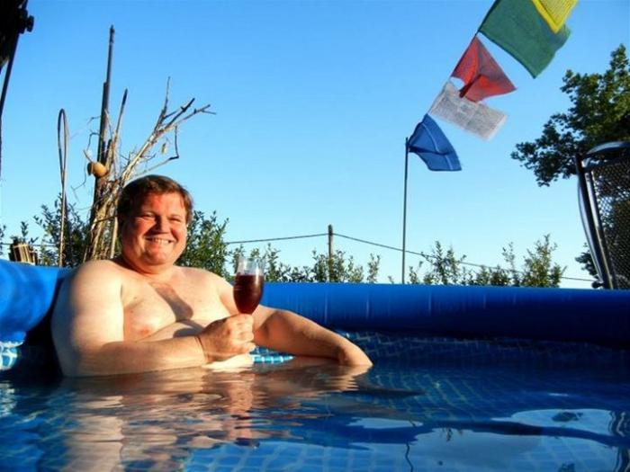 Zdenda už se na koupací burku do bazénu těší